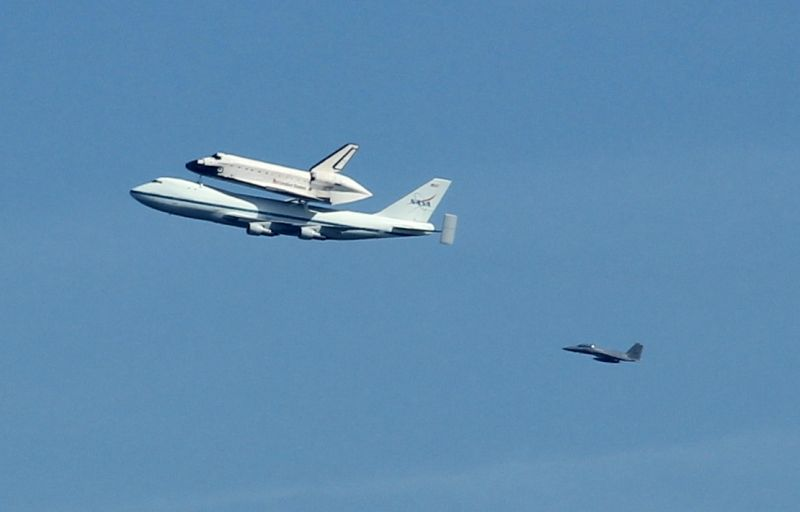 Endeavour (OV105) doing it's final flyby over San Francisco
